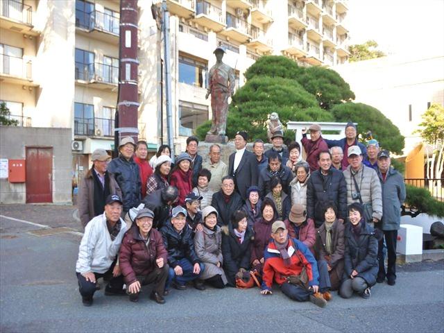 太田道灌銅像の前にて